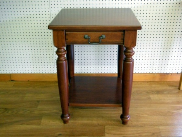 Amazing Cherry Williamsbug End Table With Drawer U0026 Shelf