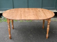 Maple Round Extension Williamsburg with Shaker Apron