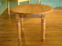 Thick Antique Hemlock Round Williamsburg