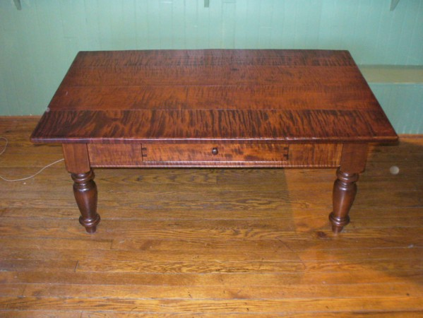 Tiger Maple Williamsburg Coffee Table With Drawer