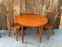 Mild Tiger Maple Round Williamsburg with Thumbacks