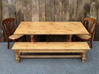 Thick Pine Welsh Tavern with Bench & Yorkshires